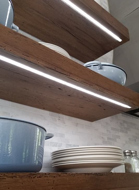 Led lighting under floating kitchen shelves